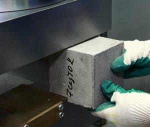 Бетонная смесь с изюмом ровняет бетон